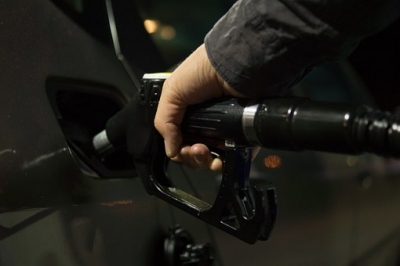 Fuel retailers failing to pass on savings to motorists